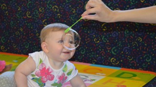 Children learn a lot with bubbles